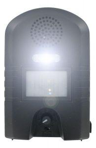 Ultrazvukový plašič kun s LED bleskem.